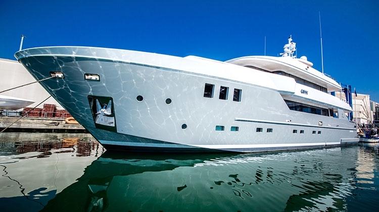 Супер-яхта Gipsy (OTAM SD35) примет участие в бот-шоу в Монако